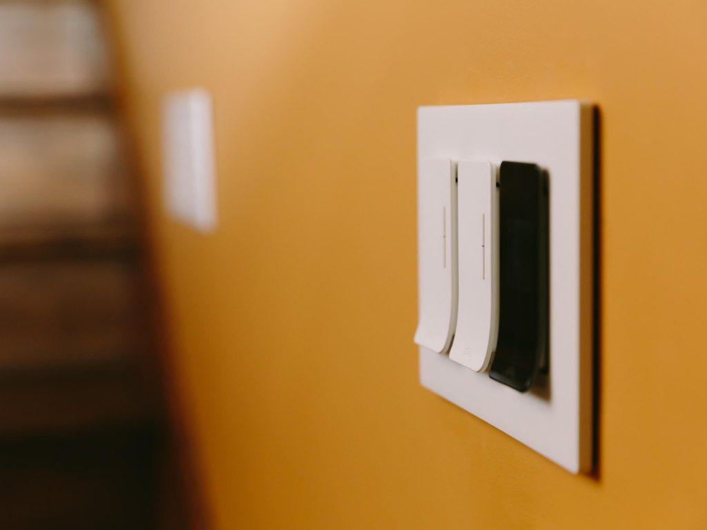 کلید برق هوشمند